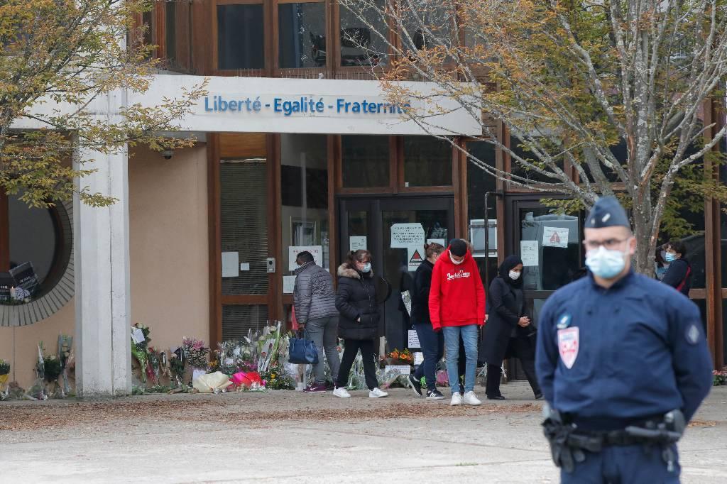По делу об обезглавливании учителя под Парижем задержали ещё четырёх человек