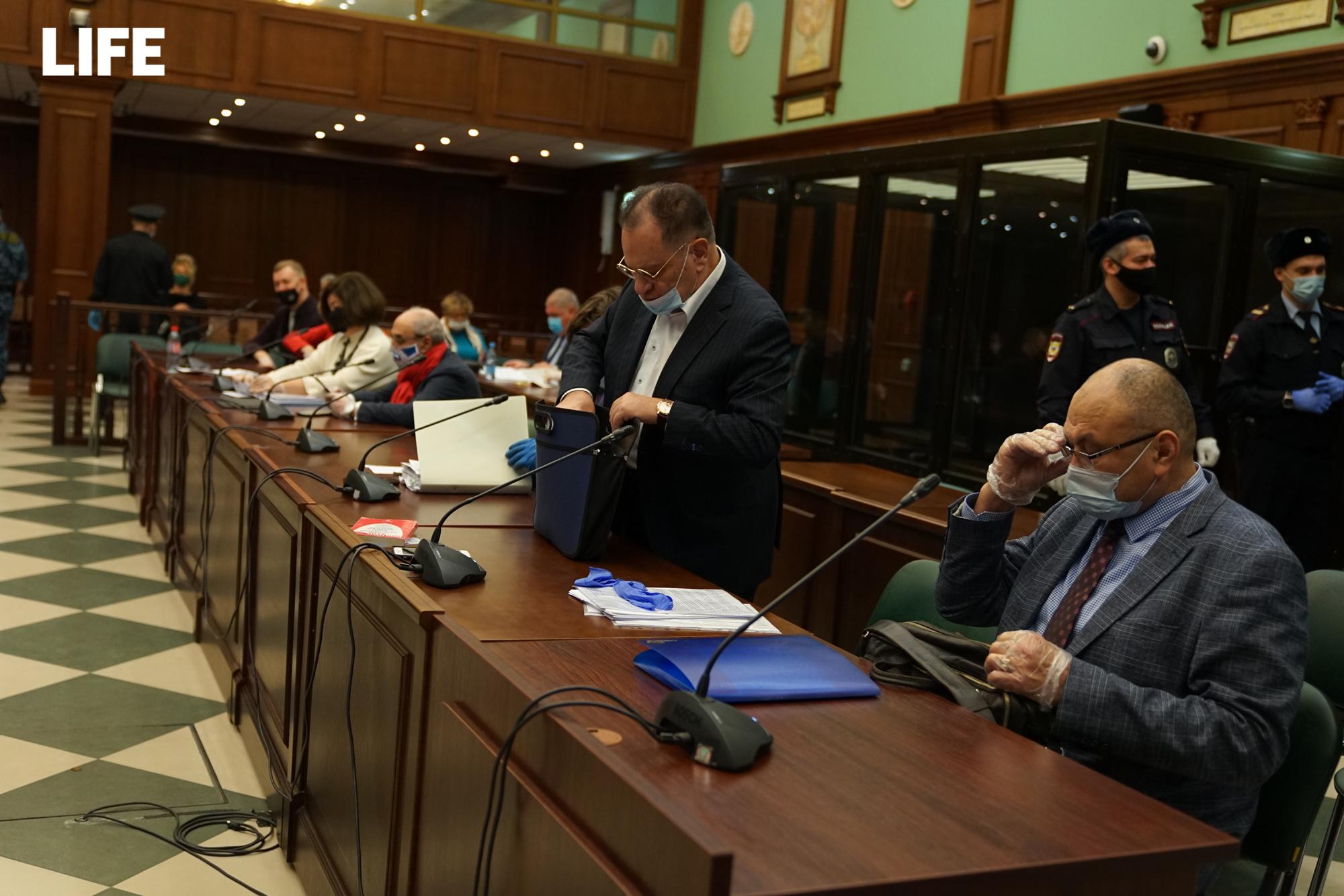 Адвокаты Ефремова прямо в зале суда готовы выплатить потерпевшим 2,4 миллиона рулей
