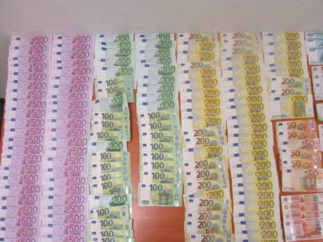 В аэропорту Ростова поймали мужчину, который пытался ввезти из Турции сумму в десятки раз больше разрешённой