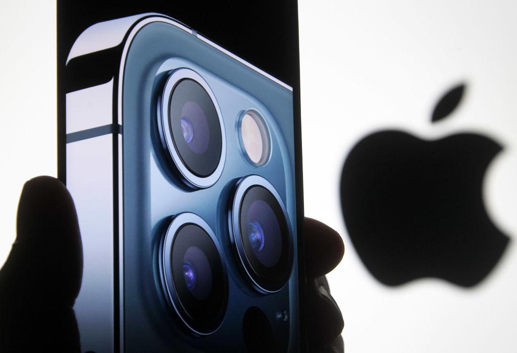 """Охота за """"яблоком"""". Сколько стоит новый iPhone в разных странах"""