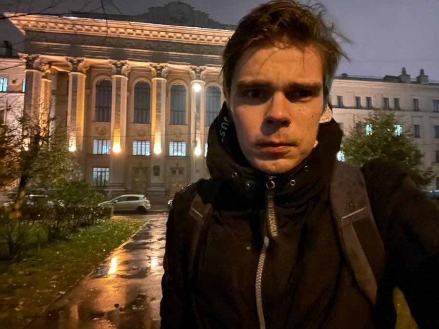 Фронтальная камера. Ночной режим. Фото © LIFE / Денис Марков