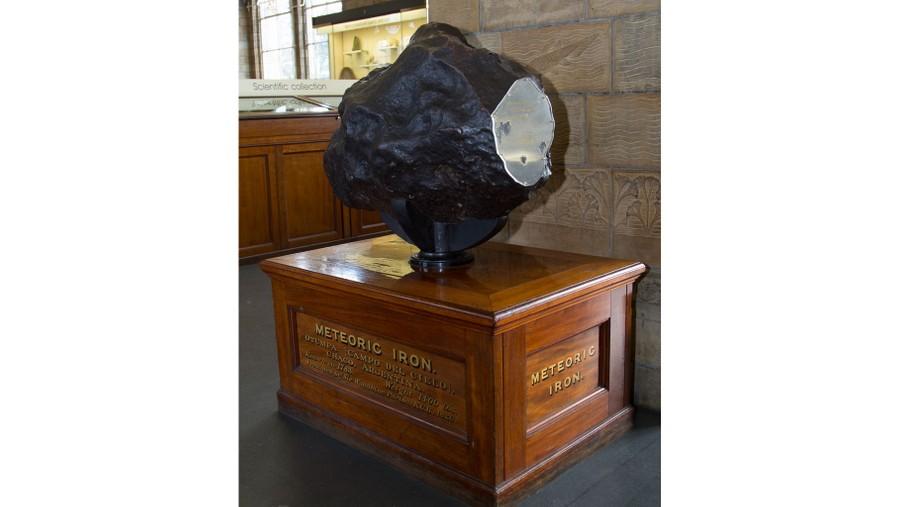 """Фрагмент метеорита """"Отумпа"""", найденного в Аргентине в 1803 году. Британский музей. Фото © Flickr / Thorsten Hansen"""