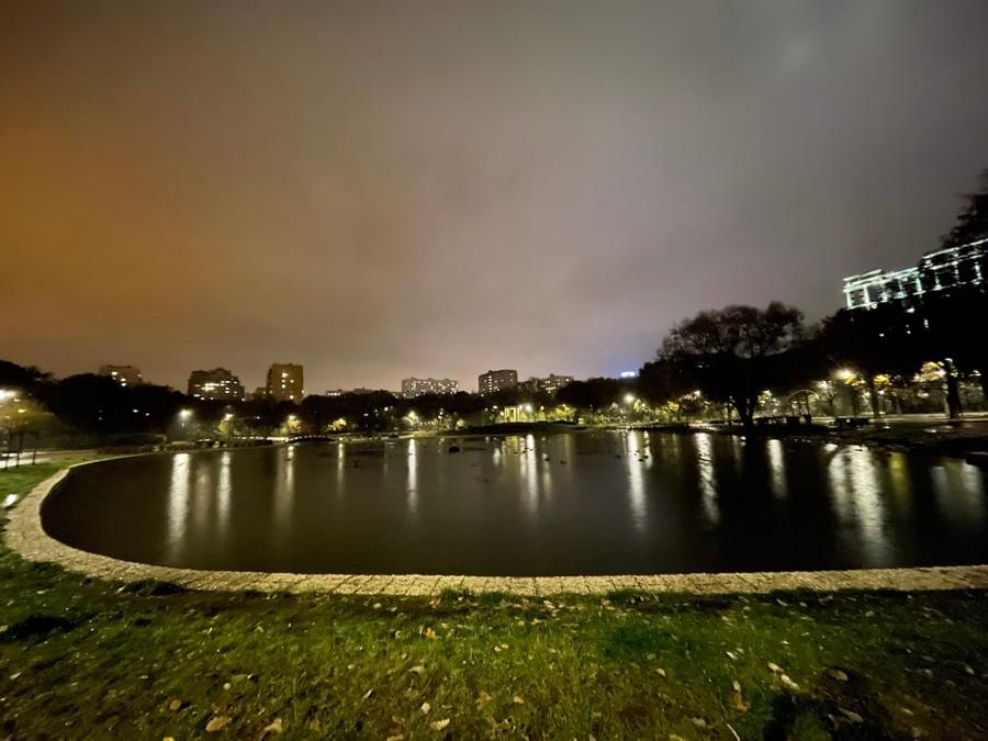 Ультраширокоугольная камера. Ночной режим. Фото © LIFE / Денис Марков