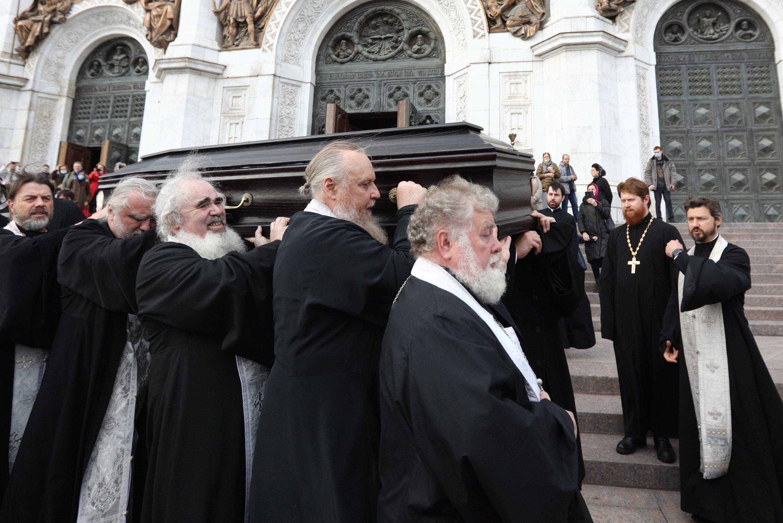 Протоиерея Димитрия Смирнова похоронили у Благовещенского храма