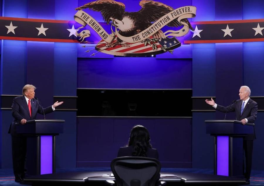 <p>Дебаты Дональда Трампа и Джо Байдена (справа). Фото © ТАСС / EPA / Chip Somodevilla</p>