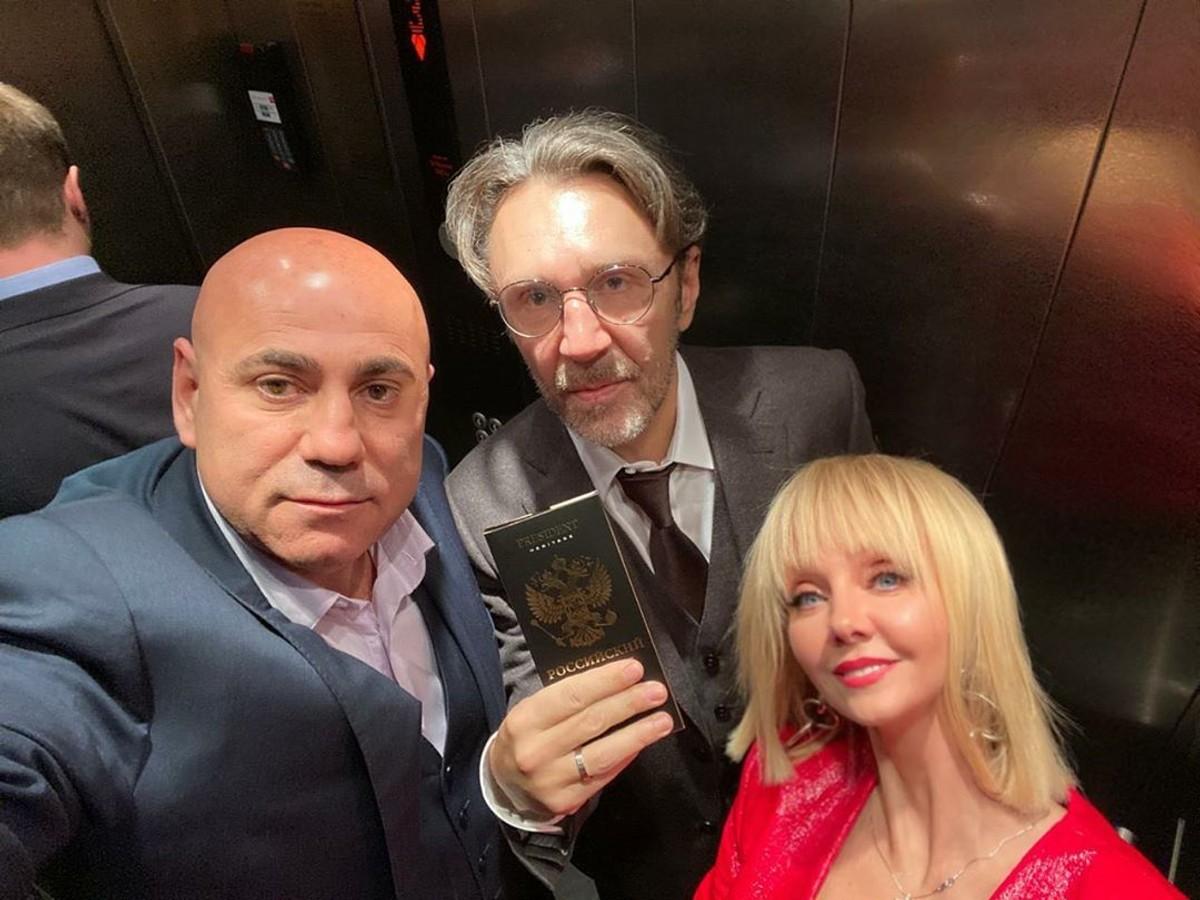 Сергей Шнуров высмеял Пригожина и Валерию за отдых в Дубае