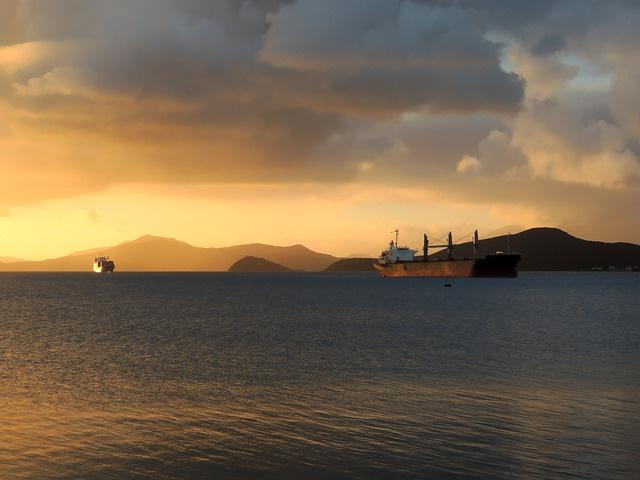 «Полная потеря управления». Опубликованы переговоры диспетчеров и экипажа взорвавшегося танкера