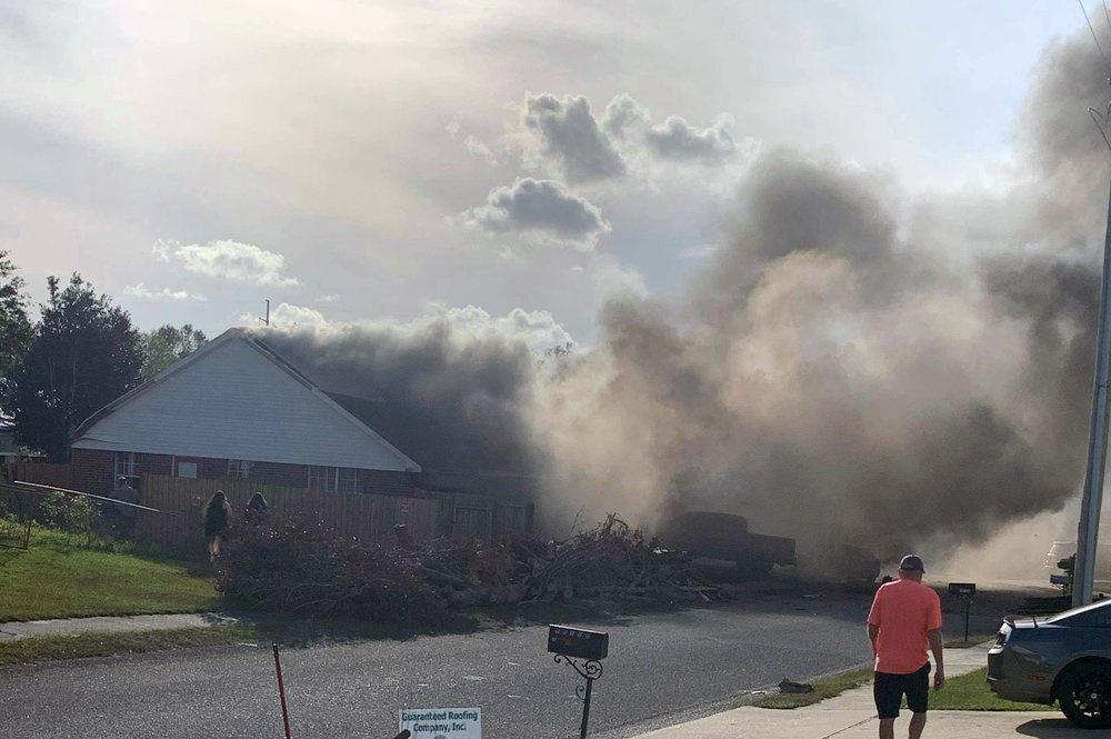 Самолёт военно-морских сил США рухнул на жилые дома в Алабаме