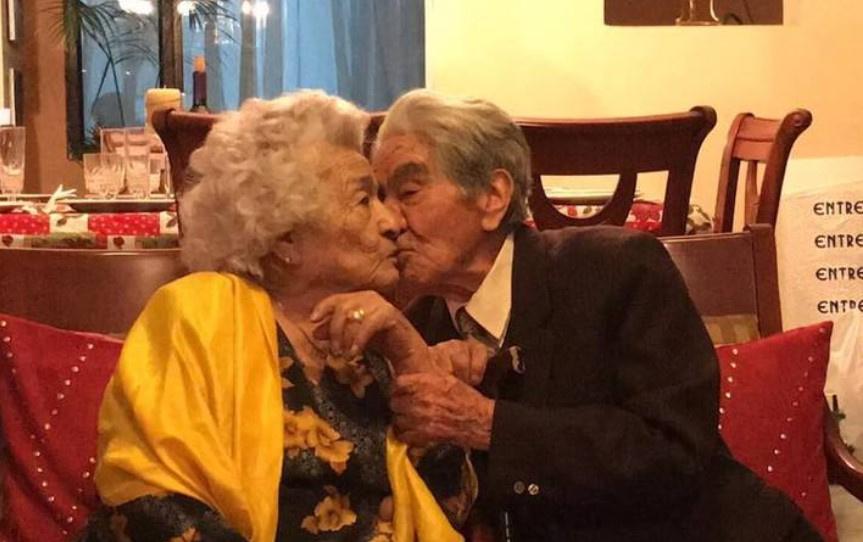 """<p>Фото © <a href=""""https://www.eluniverso.com/noticias/2020/10/23/nota/8024416/muere-julio-cesar-mora-tapia-pareja-casados-mas-longeva-mundo"""" target=""""_blank"""" rel=""""noopener noreferrer"""">El Universo</a></p>"""