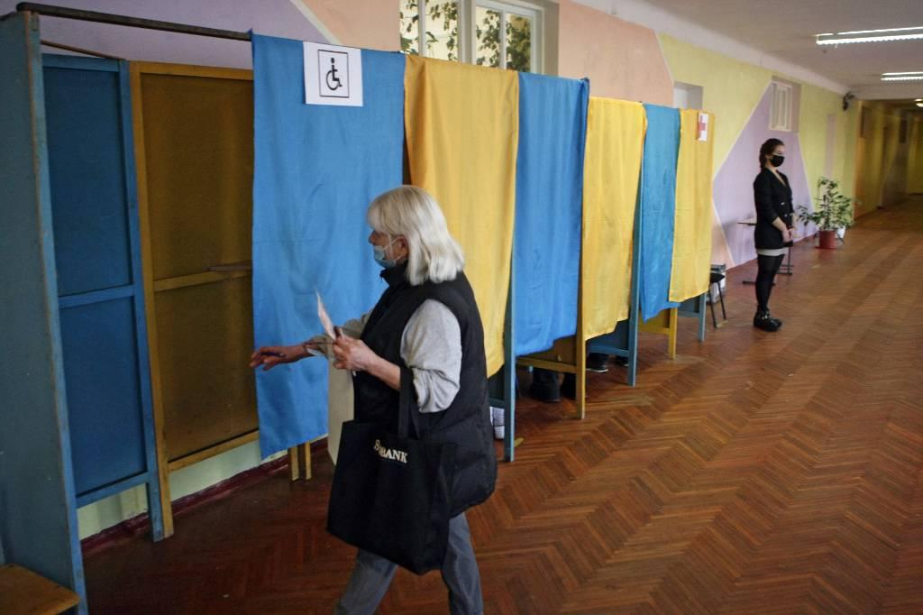 Украинские власти назвали условия для проведения местных выборов в Донбассе