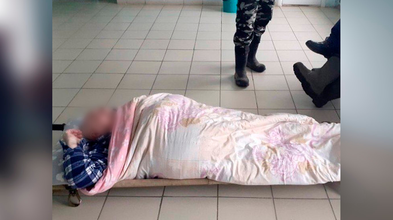 Инвалид 1-й группы пролежал четыре часа на больничном полу в ожидании скорой, а через два дня умер