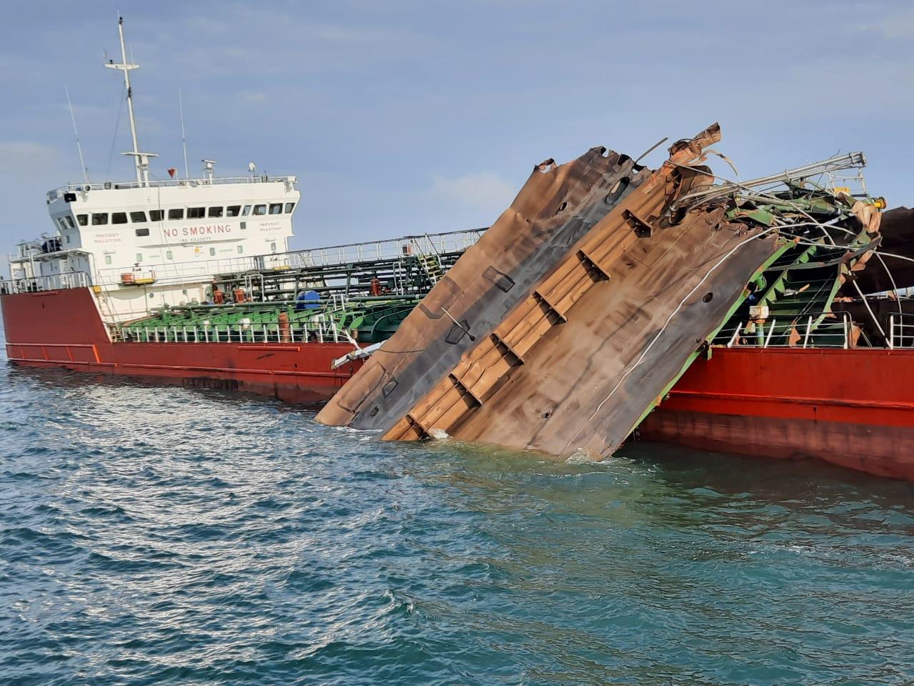 Найдены останки пропавших моряков сгоревшего в Азовском море российского танкера