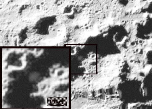 Облако пыли и водяного пара, поднявшееся в результате падения ступени ракеты-носителя в лунный кратер Кабеус. Фото © NASA