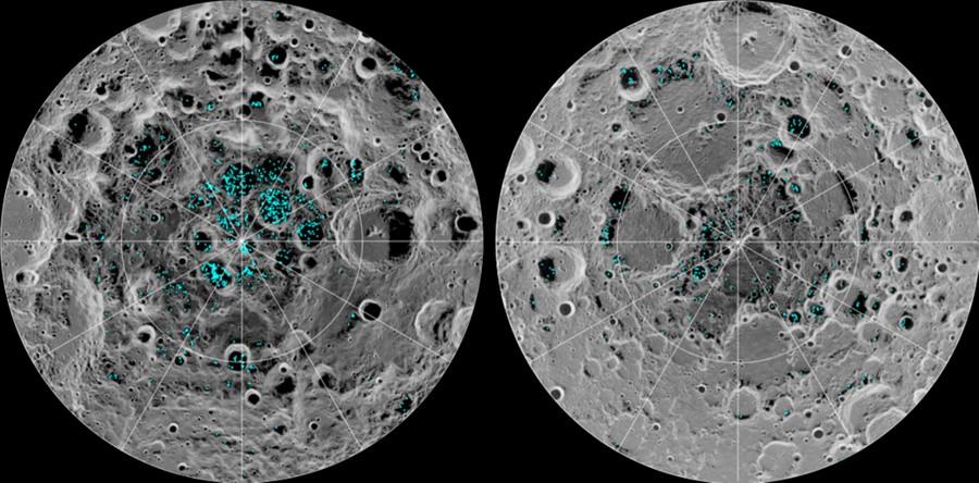 Распределение поверхностного льда на Южном (слева) и Северном (справа) полюсе Луны. Фото © NASA