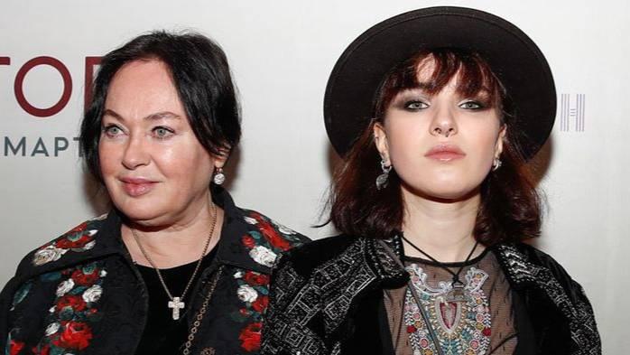 Дочь Гузеевой отпугнула фанатов новым фото, на котором показала, что больше не пользуется бритвой