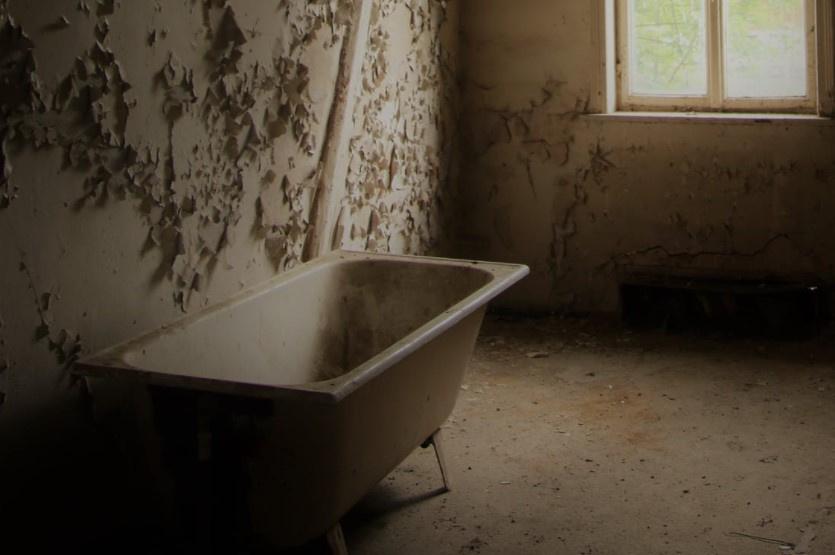 Россиянин случайно утопил парализованную бабушку в ванной и отправится в колонию на четыре года