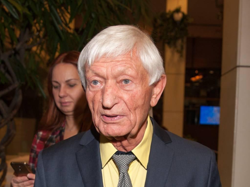 Отец Агутина госпитализирован с коронавирусом в тяжёлом состоянии