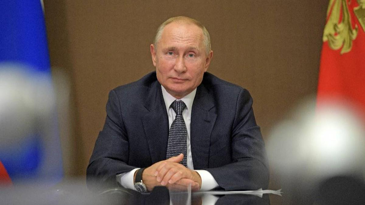 """""""Привык спрашивать, а не отвечать"""". Путин отреагировал шуткой на вопрос о слишком умных беговых дорожках"""