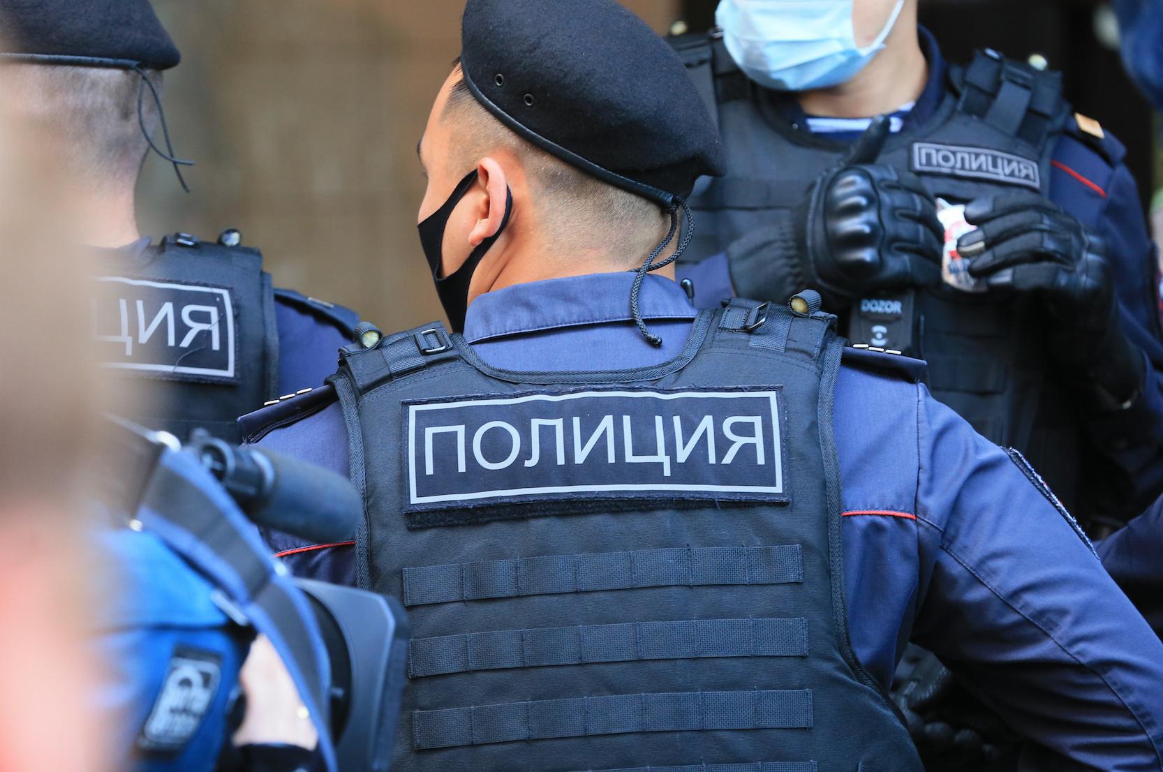 В Татарстане подросток напал на полицейских с ножом и коктейлем Молотова. Его застрелили