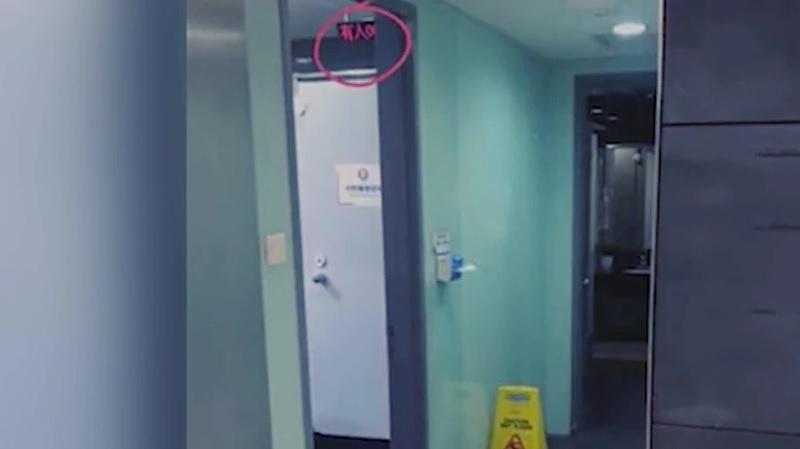 Китайская компания установила таймеры в туалетах для сотрудников, и в Сети пришли от этого в ужас