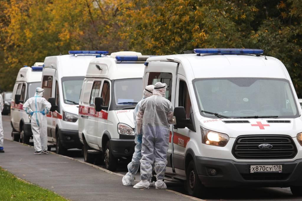 Правительство выделит более 24 миллиардов рублей на выплаты медикам, работающим с заболевшими коронавирусом