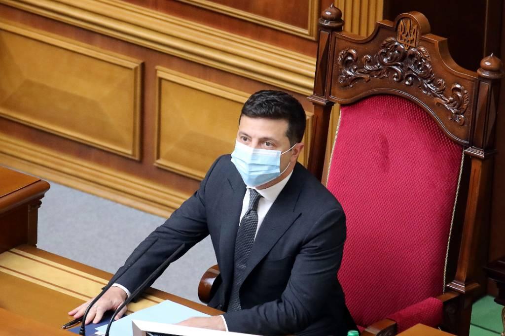 Зеленского обвинили в попытке госпереворота из-за предложения уволить Конституционный суд в полном составе