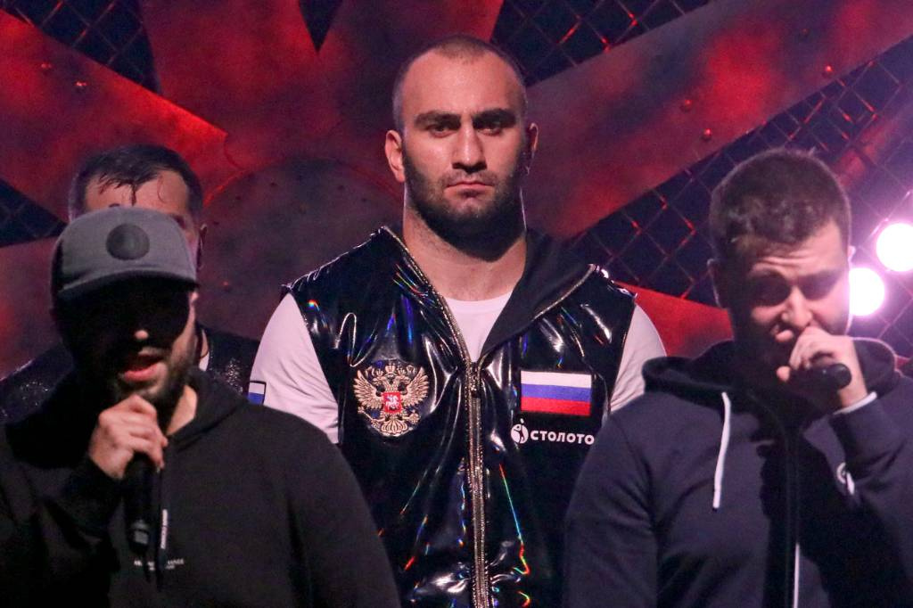 Боксёр Мурат Гассиев после долгого перерыва вернулся на ринг и победил нокаутом в первом раунде