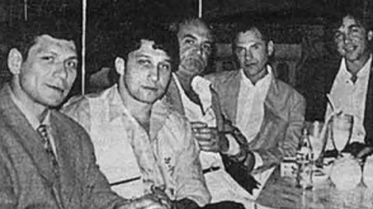 Слева направо: авторитет курганской ОПГ Олег Нелюбин, Анатолий Гусев, четвёртый — Андрей Колигов, криминальный авторитет Черкас. Фото ©mzk1.ru