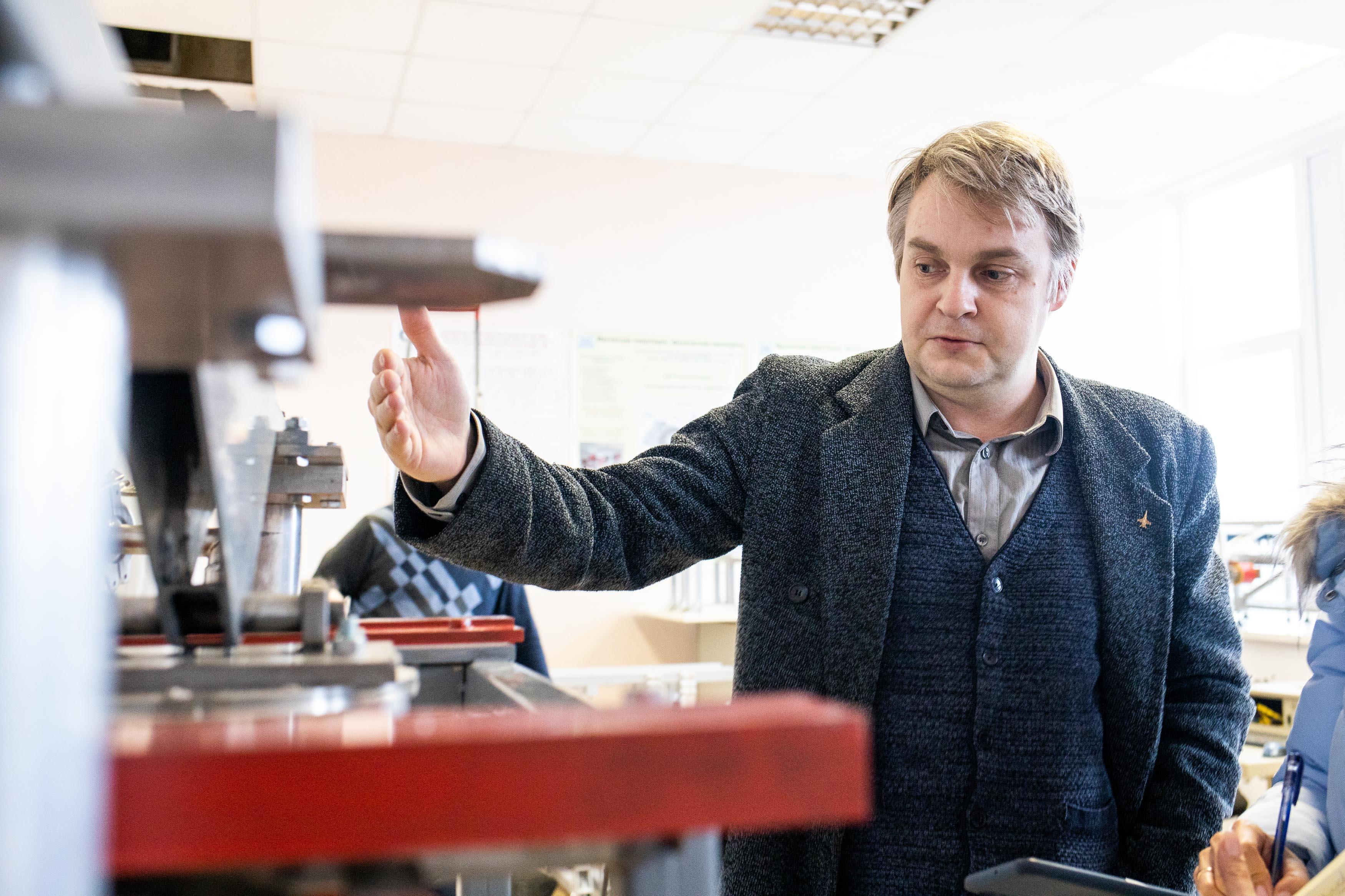 Начальник лаборатории НИИ электрофизической аппаратуры имени Д.В. Ефремова Алексей Фирсов. Фото ©LIFE / Стас Вазовски
