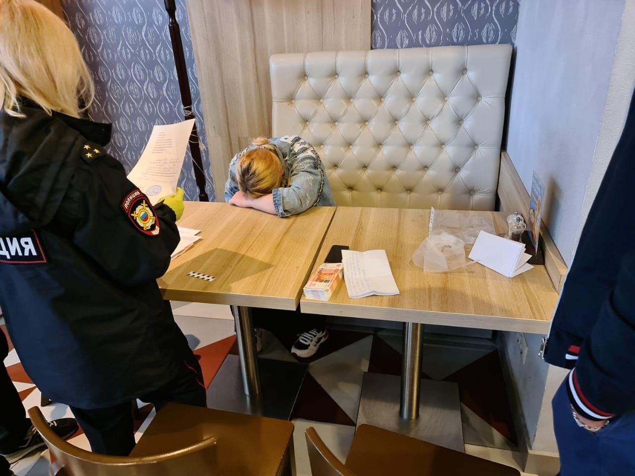 "<p>Луиза при задержании в ""Шоколаднице"". Фото © Движение против рабства ""Альтернатива""</p>"