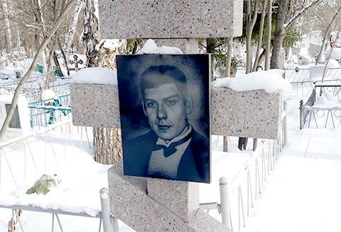 Могила Олега Нелюбина — одного из лидеров ОПГ. Фото © mzk1.ru