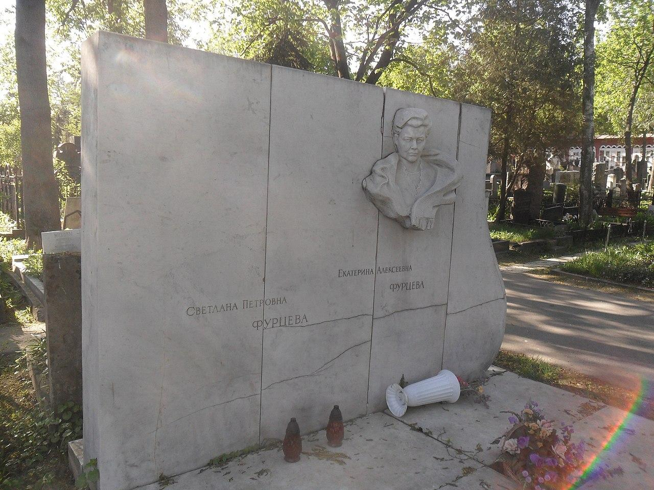 Могила Фурцевой на Новодевичьем кладбище Москвы. Фото © wikipedia