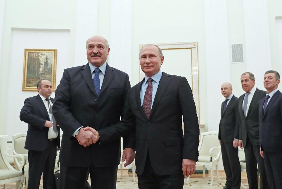 <p>Президент Белоруссии Александр Лукашенко и президент России Владимир Путин. Фото © ТАСС / Сергей Савостьянов</p>