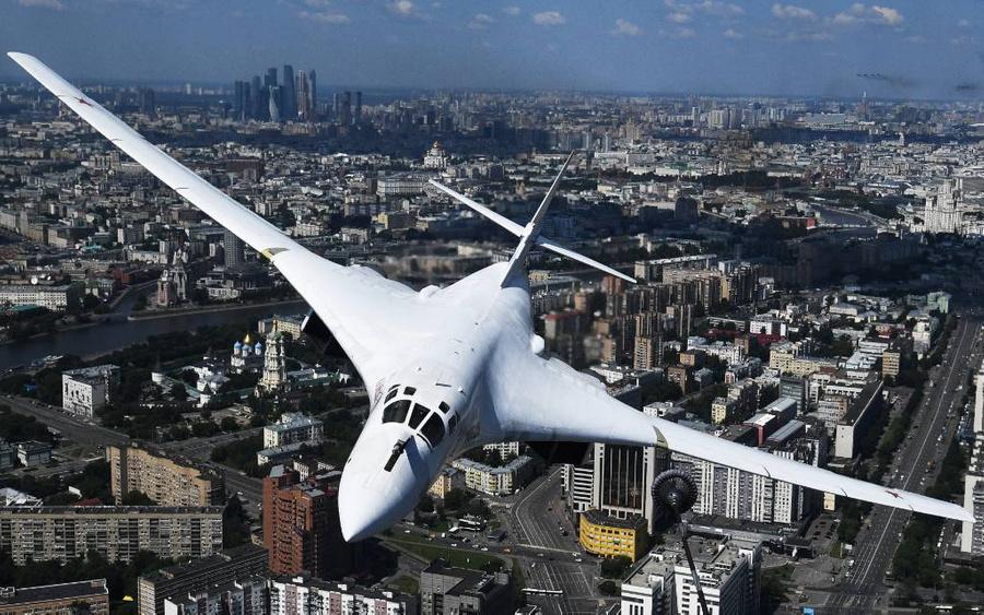 Ту-160. Фото © ТАСС / EPA / VLADIMIR ASTAPKOVICH / HOST PHOTO AGENCY POOL