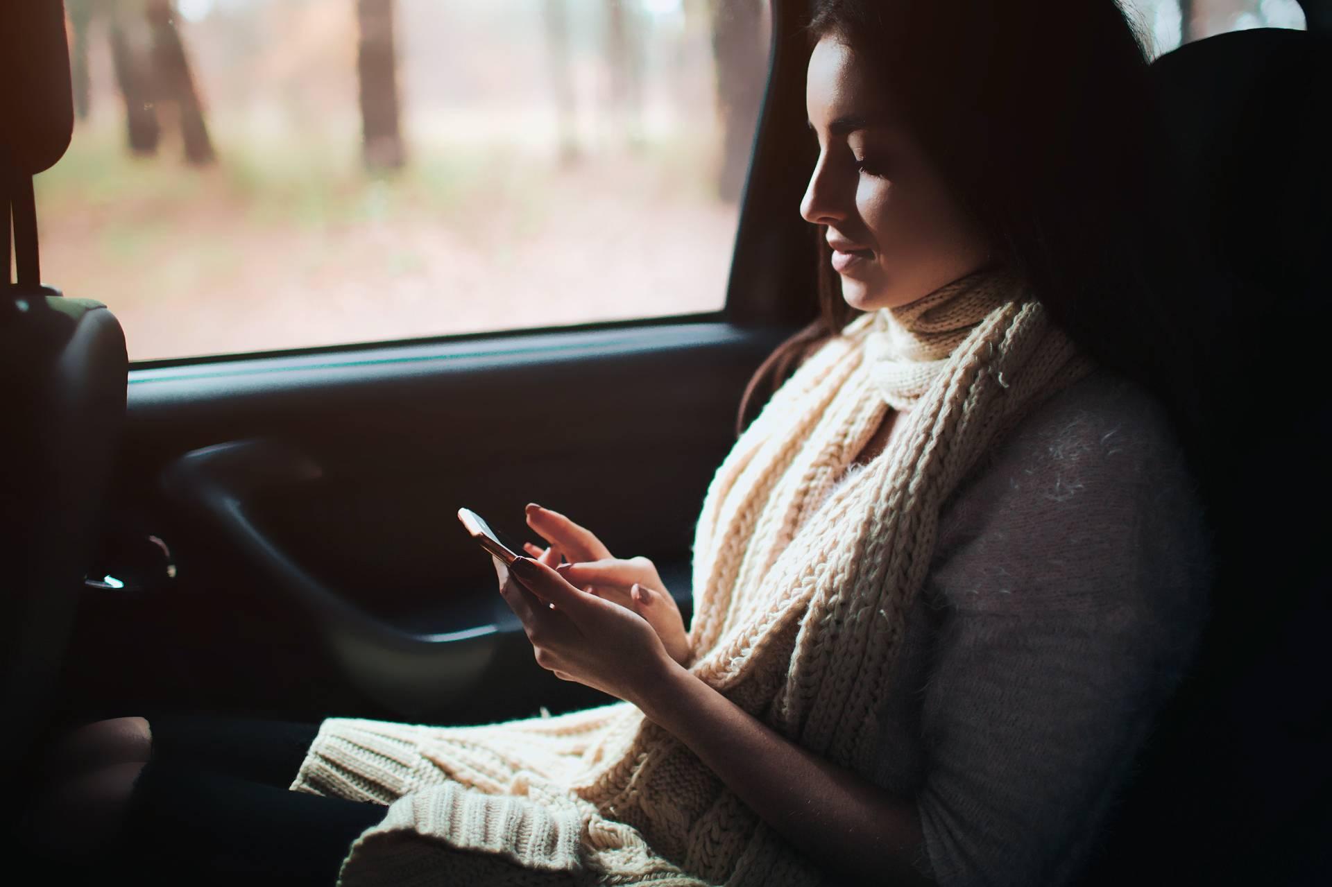 Опасная поездка. Эксперт рассказал, как девушкам защититься от таксистов-извращенцев