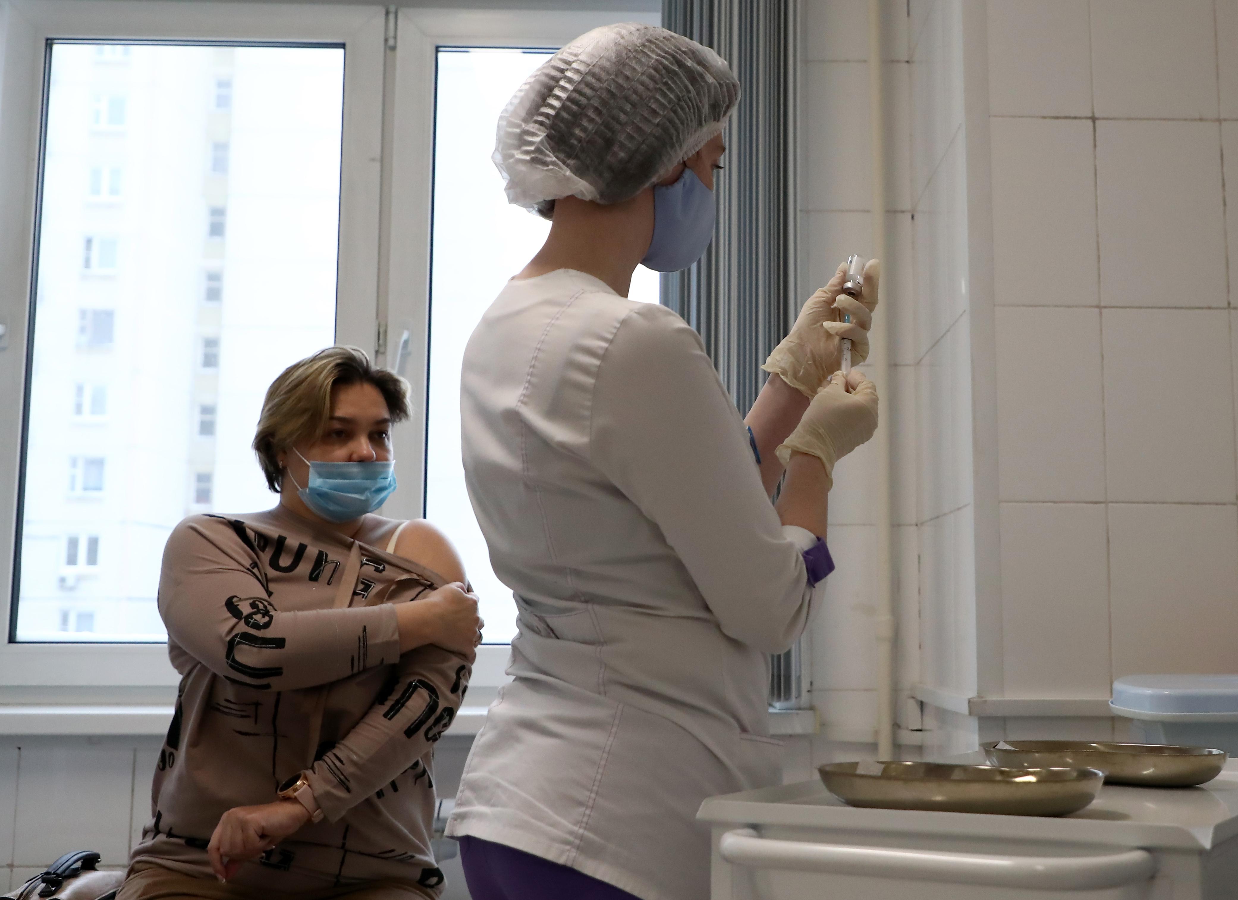 В ВОЗ призвали не требовать вакцинироваться от коронавируса для поездок за границу