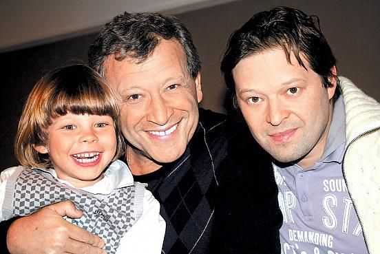 Борис Грачевский со старшими детьми — Ксенией и Максимом. Фото © novotekaru.ru