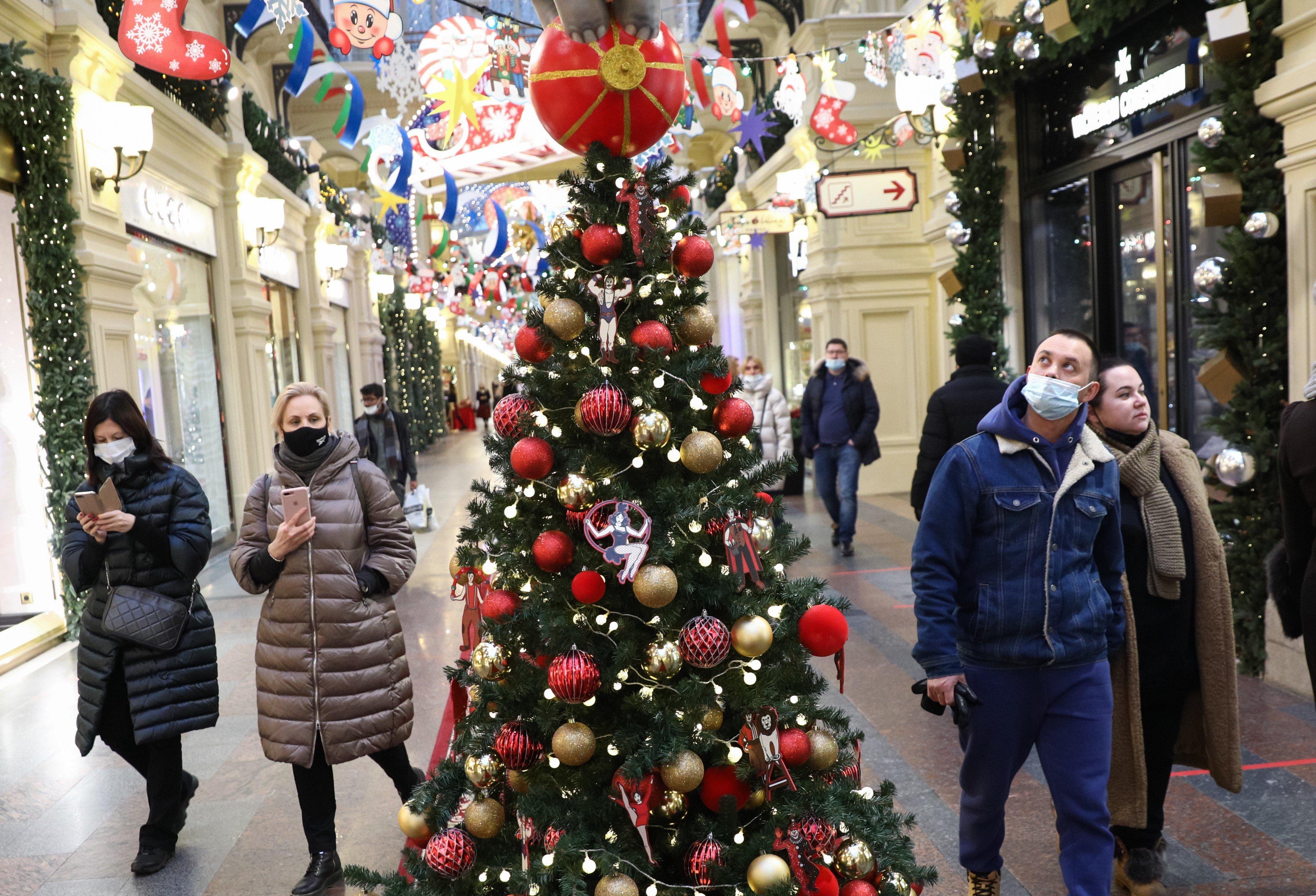 В Москве пункты вакцинации откроются в торговых центрах, в том числе в ГУМе