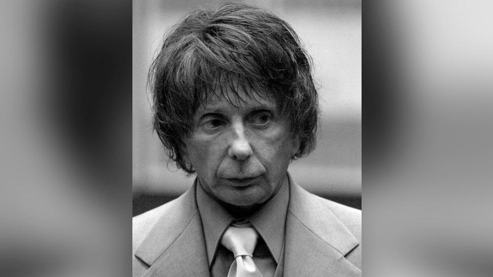 От ковида умер продюсер The Beatles, приговорённый за убийство актрисы