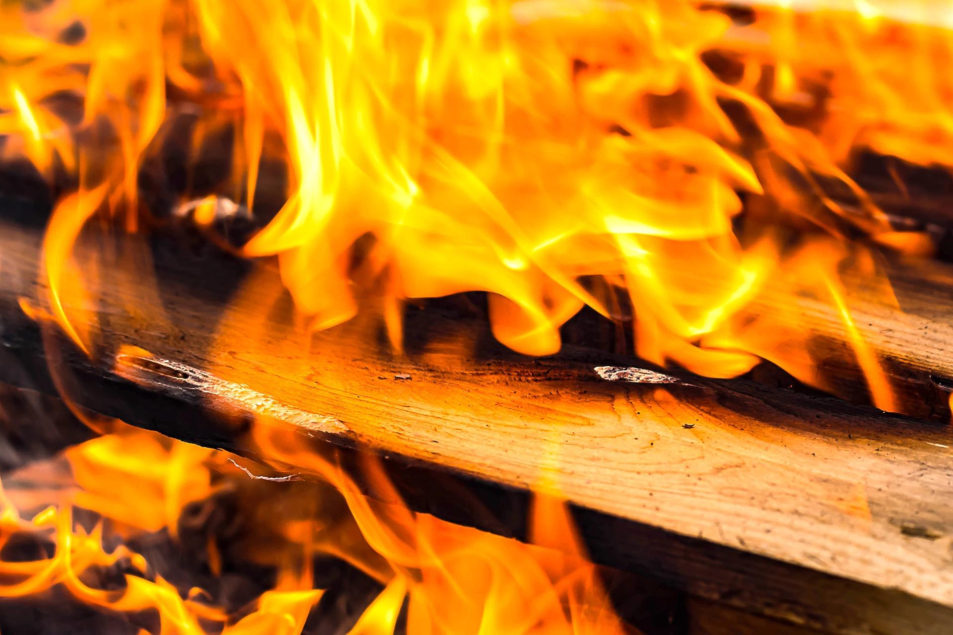 Трое взрослых и ребёнок погибли при пожаре в Петрозаводске
