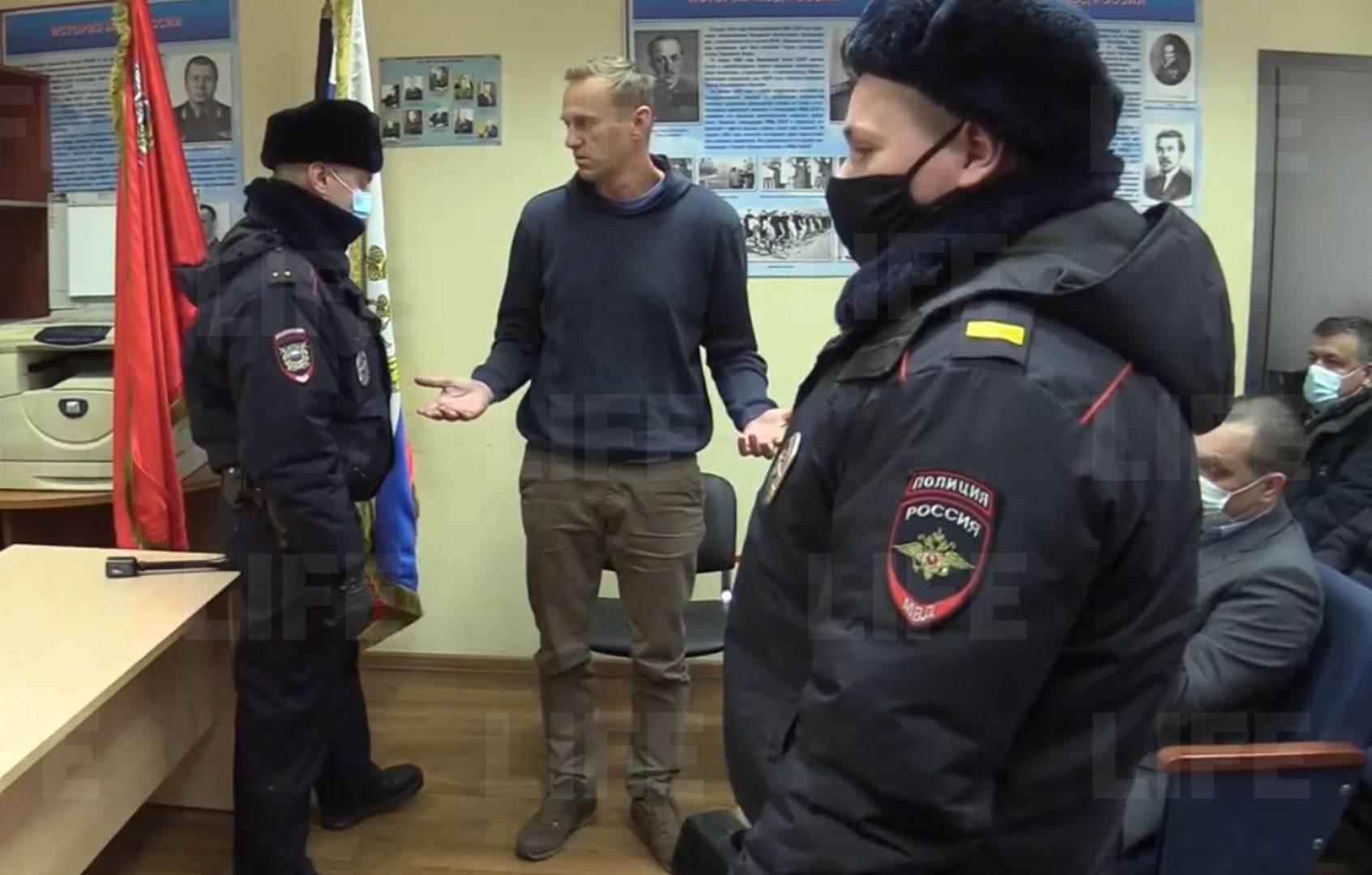 Навальный отправлен под арест на 30 суток