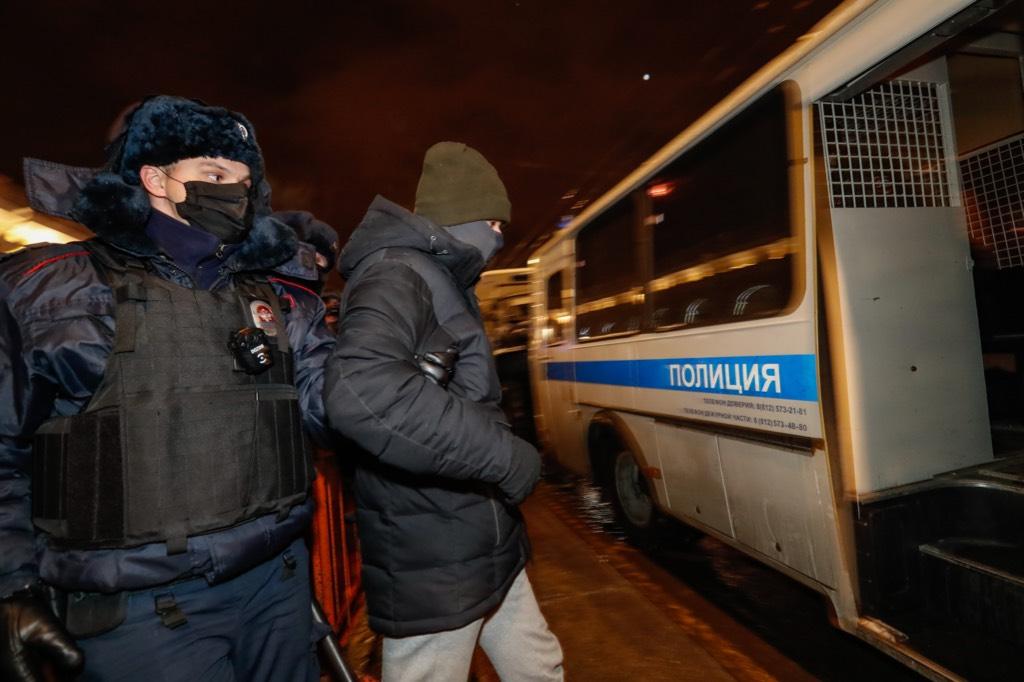В Петербурге полиция задержала участников несанкционированного митинга в поддержку Навального