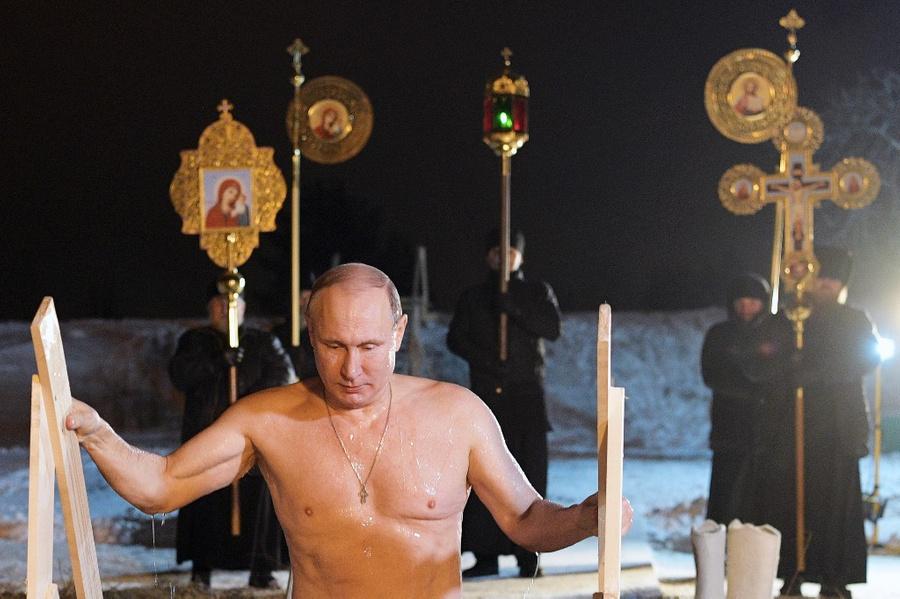 <p>Президент России Владимир Путин во время крещенских купаний в 2018 году. Фото © ТАСС / Алексей Дружинин</p>