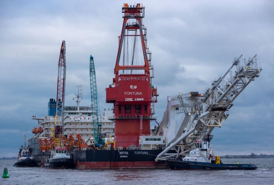 """<p>Трубоукладочная баржа """"Фортуна"""" на строительстве """"Северного потока — 2"""". Фото © ТАСС / DPA / Jens Büttner</p>"""