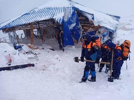 На месте схода лавины в Домбае завершены поисково-спасательные работы
