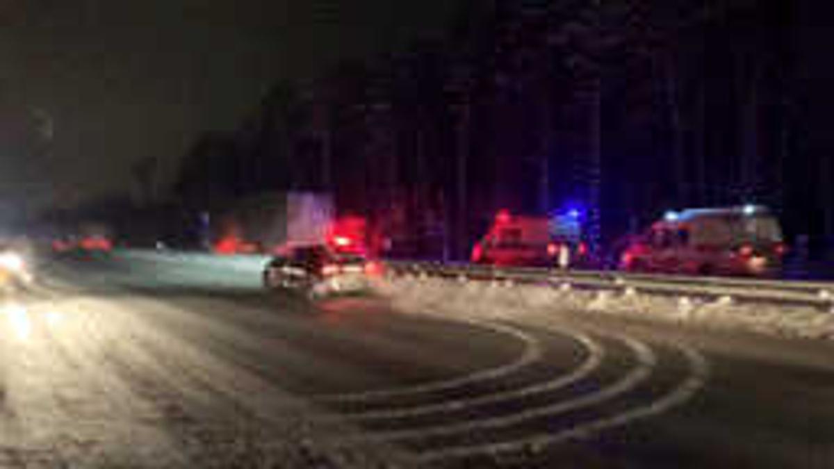 """В Подмосковье трое погибли и четверо пострадали в страшном ДТП с """"газелью"""" и грузовиком"""
