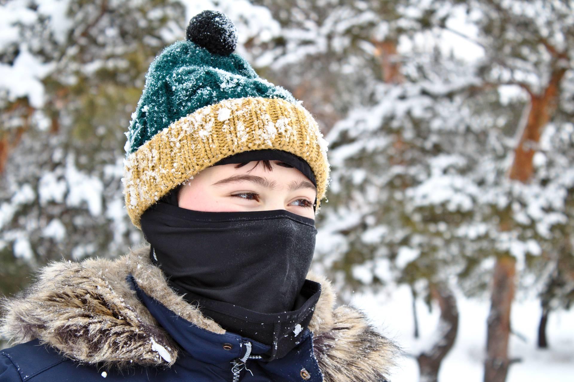 Педиатр рассказала, почему детям опасно носить в мороз шапки-балаклавы