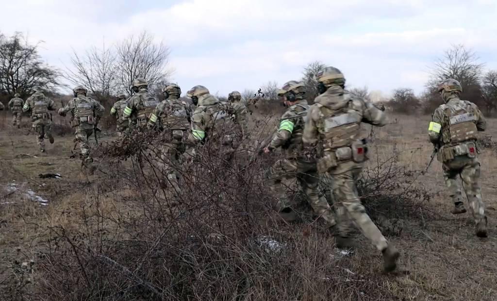 Пять силовиков получили лёгкие ранения при ликвидации банды Бютукаева в Чечне