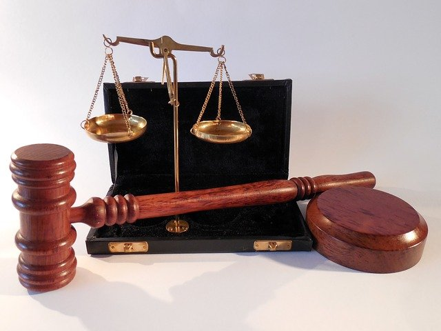 В Белоруссии осудили россиянина, который пытался провезти в страну пистолет и $50 тысяч