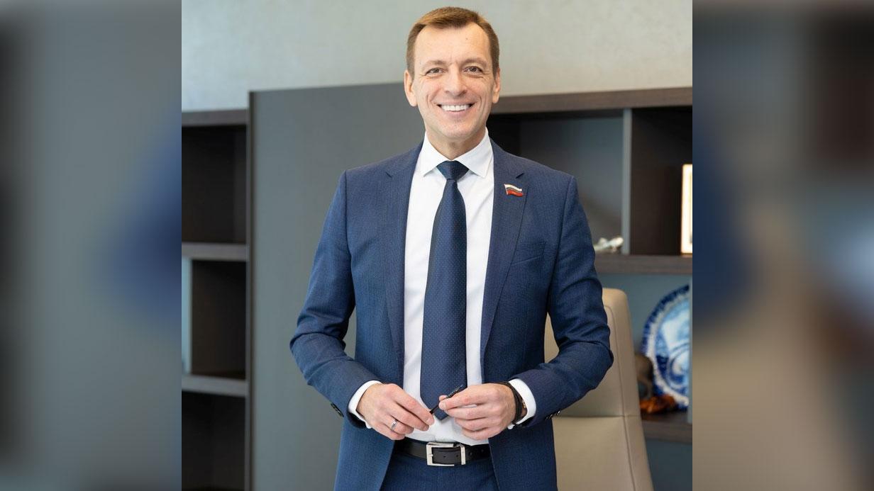 Белгородский депутат прифотошопил себя к кадру с церемонии, но подписчики всё заметили